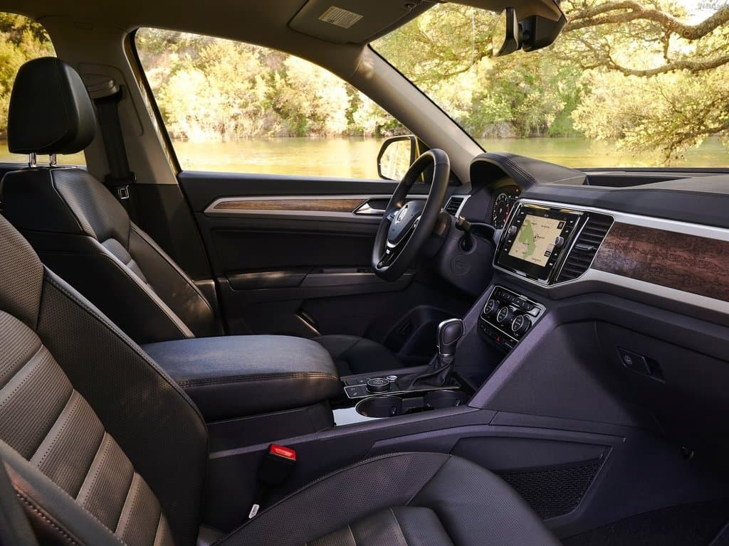 Interview view from the passengers perspective inside the 2018 Volkswagen Atlas